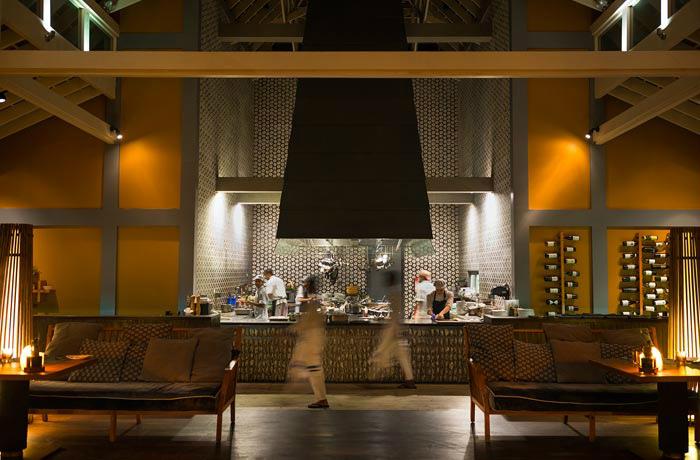 アナンタラ・キハヴァ オープンキッチンが印象的なメインレストラン