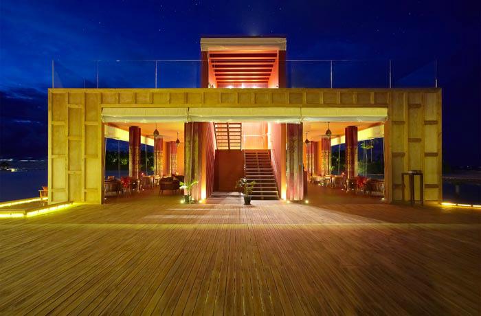 アナンタラ・キハヴァ 水上レストランエリアでルーフトップテラスも備えるバー「スカイ」