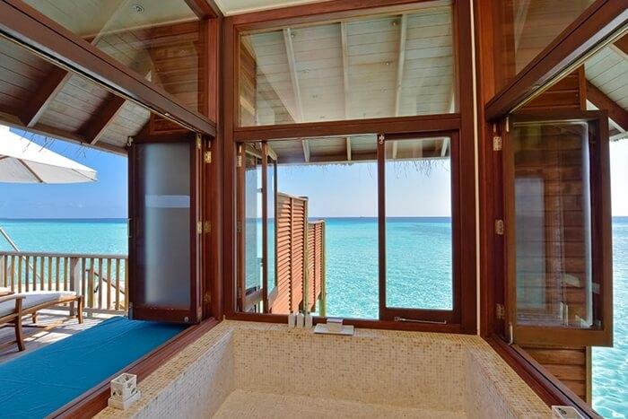 コンラッド・モルディブ 海が眺められるバスタブ