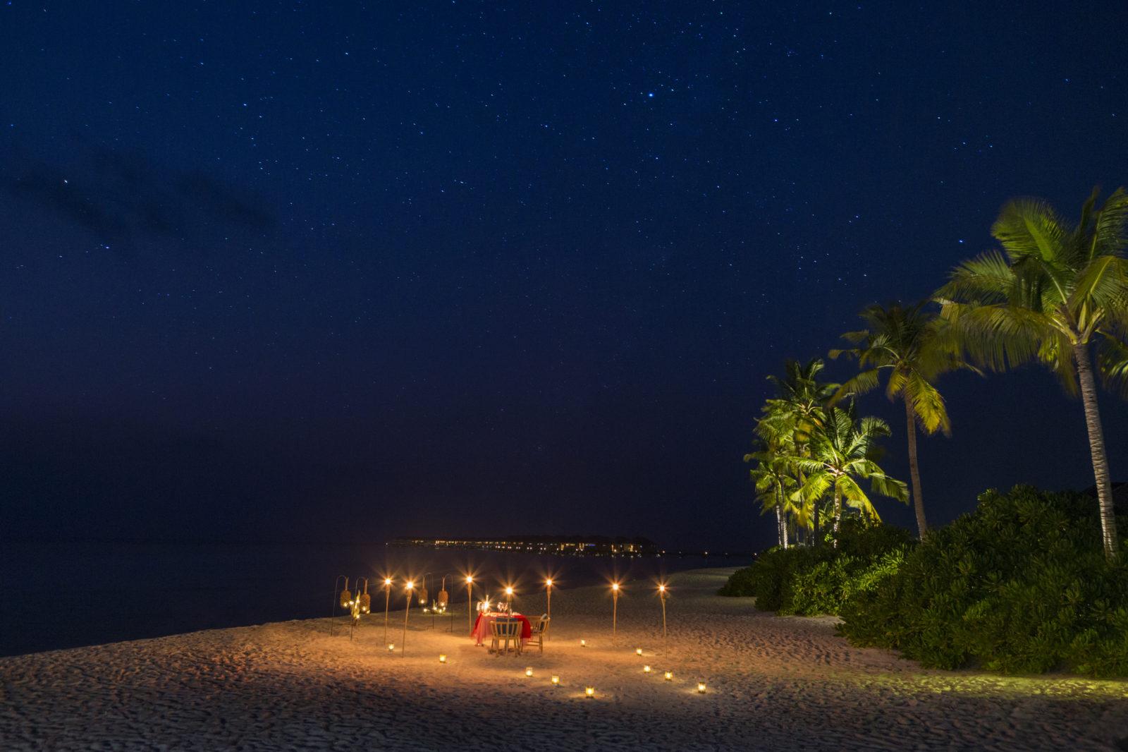 フラワリ・アイランド ライトアップをしてロマンティックディナー