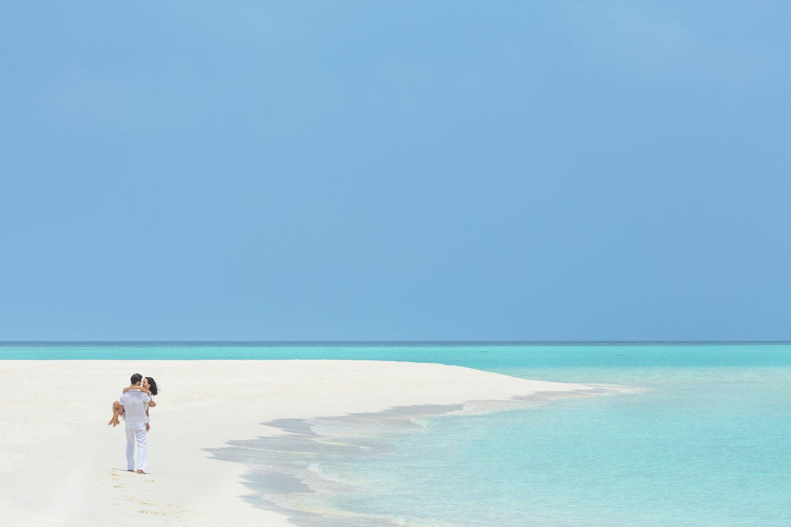 フラワリ・アイランド 白いラグーンと青い海に囲まれてフォトシューティング