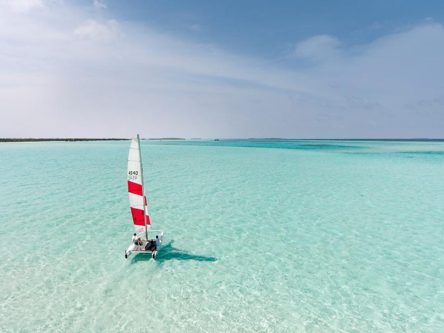 ソネバジャニ どこまでも続く真っ白な海