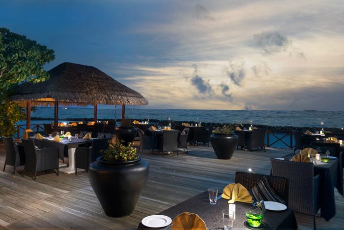 タージコーラルリーフ 海を眺めながらお食事