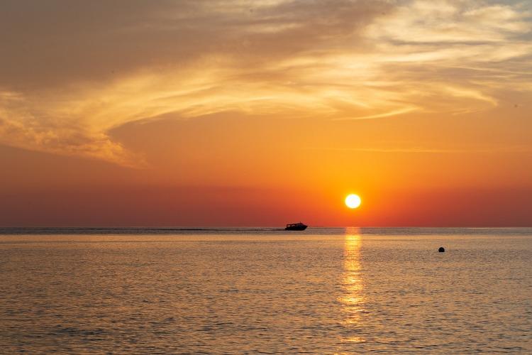 モルディブの海を満喫するにはサンセットクルーズもおすすめ!